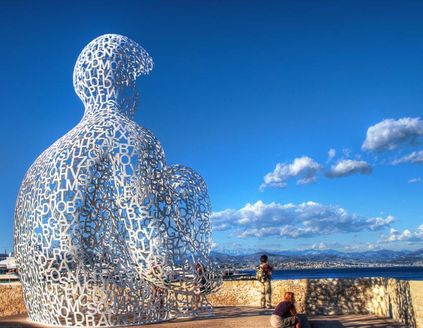Скульптура странника